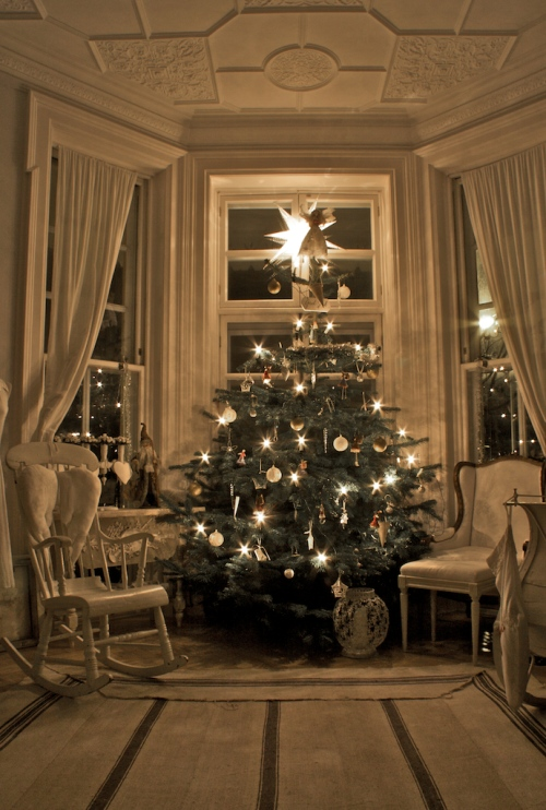 Classic First Home Christmas Tree Idea