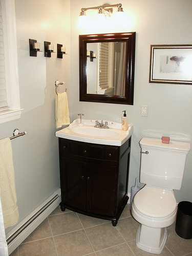 Simple Bathroom Remodel Design Idea